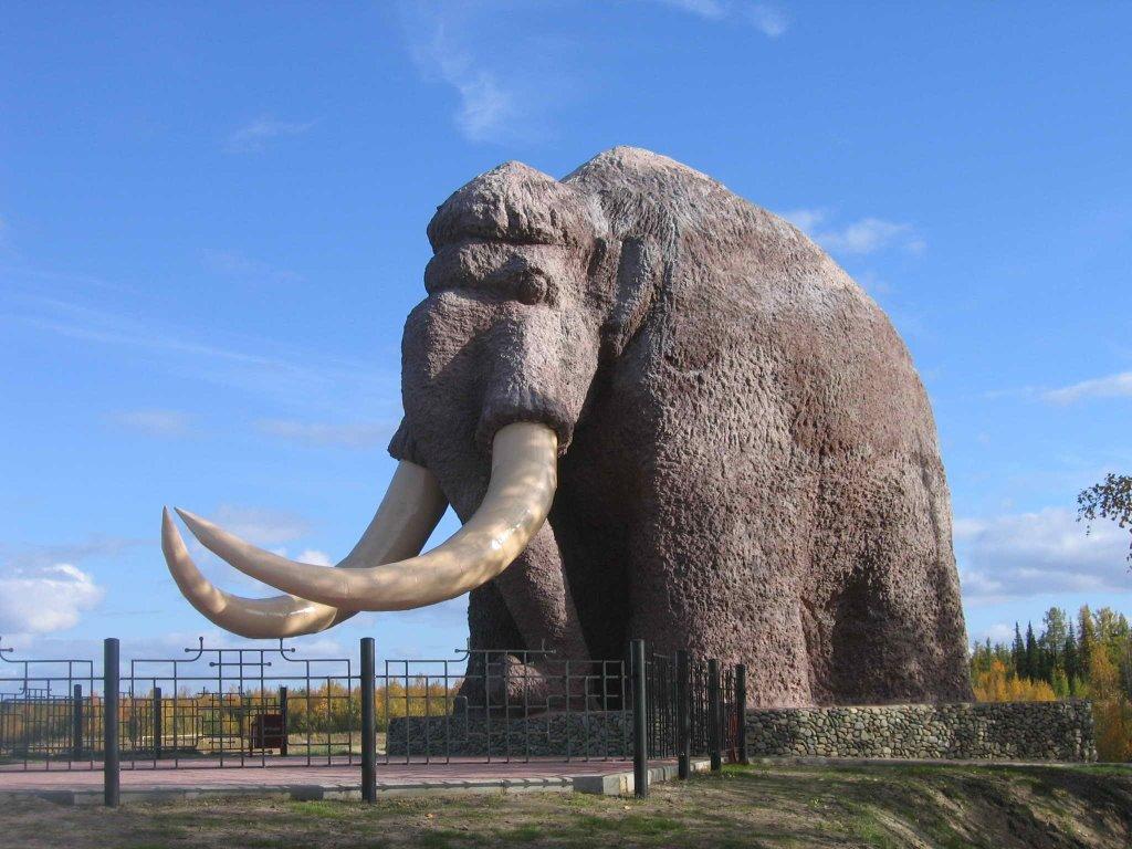 Памятники мамонту, город с памятником мамонту