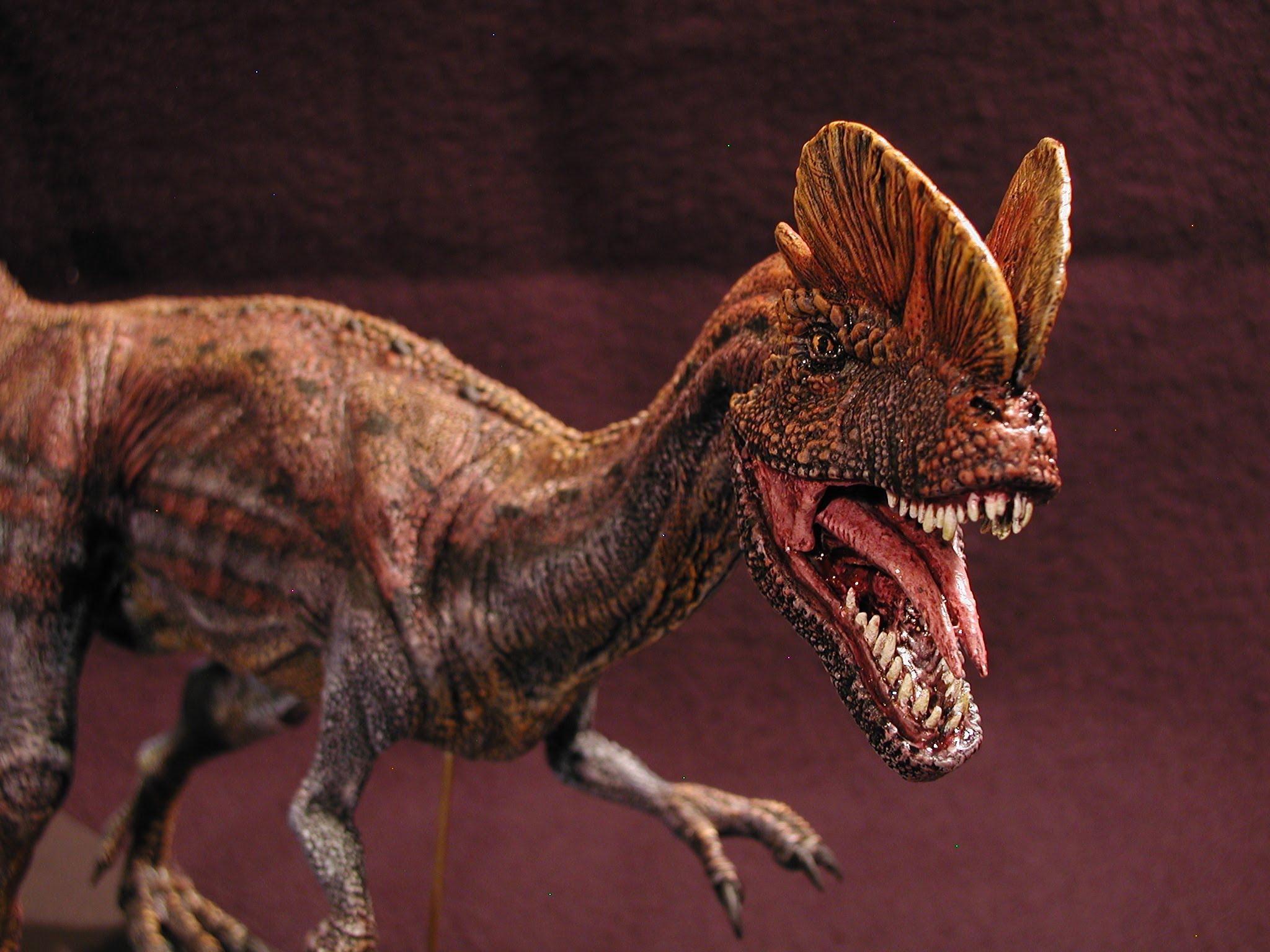 Динозавр с двумя гребнями на голове